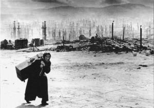 1941 Die von der deutschen Luftwaffe zerstorte Stadt Murmansk-foto Jewgenij Cialdeij