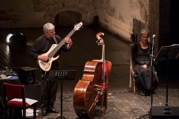 Foto di scena da Amor Morto con Silvia Pasello e Ares Tavolazzi